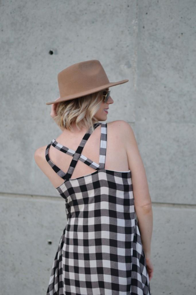 Maude plaid dress back detail, hat