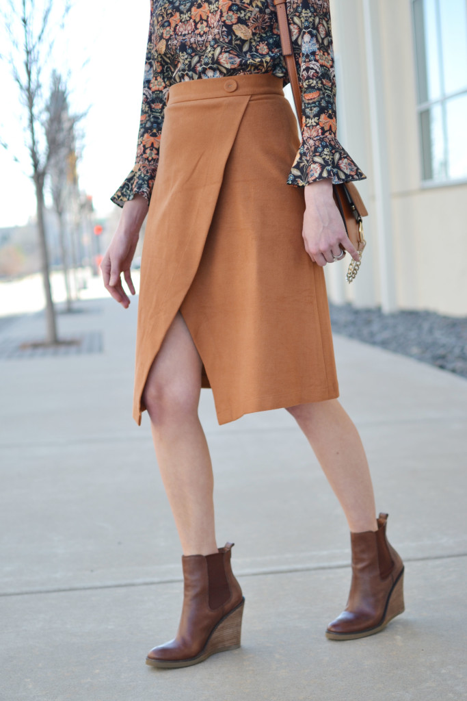 bell sleeve top, slit skirt, wedge boots, 70s style