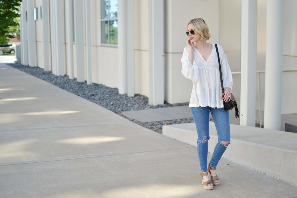 Easy breezy outfits like this one make me so happy.