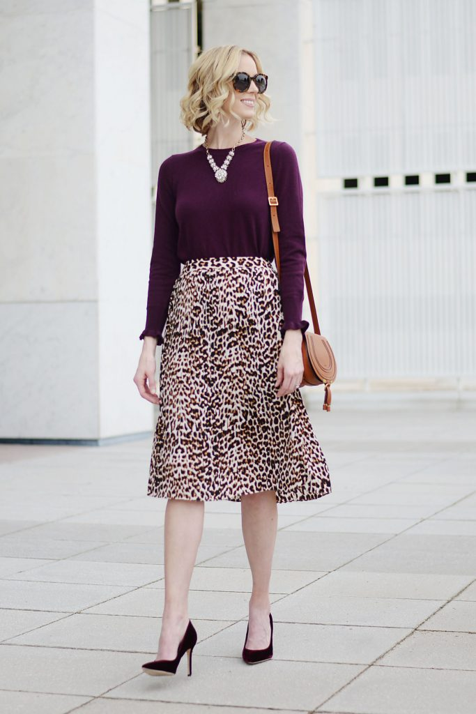 leopard midi skirt and sweater, midi skirt and pumps, midi skirt and heels, work outfit, midi skirt work outfit