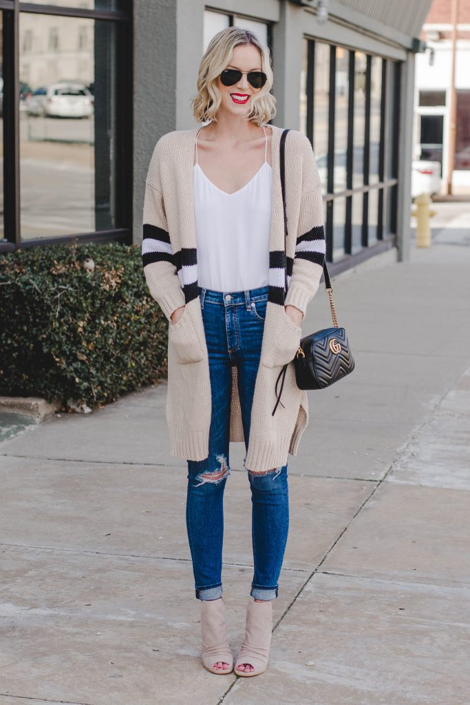 casual easy cardigan and jeans outfit for spring