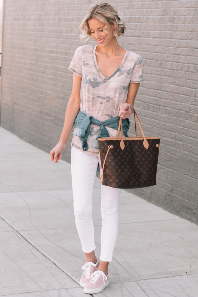 camo t-shirt, chambray top tied at waist, white jeans, how to style a chambray top