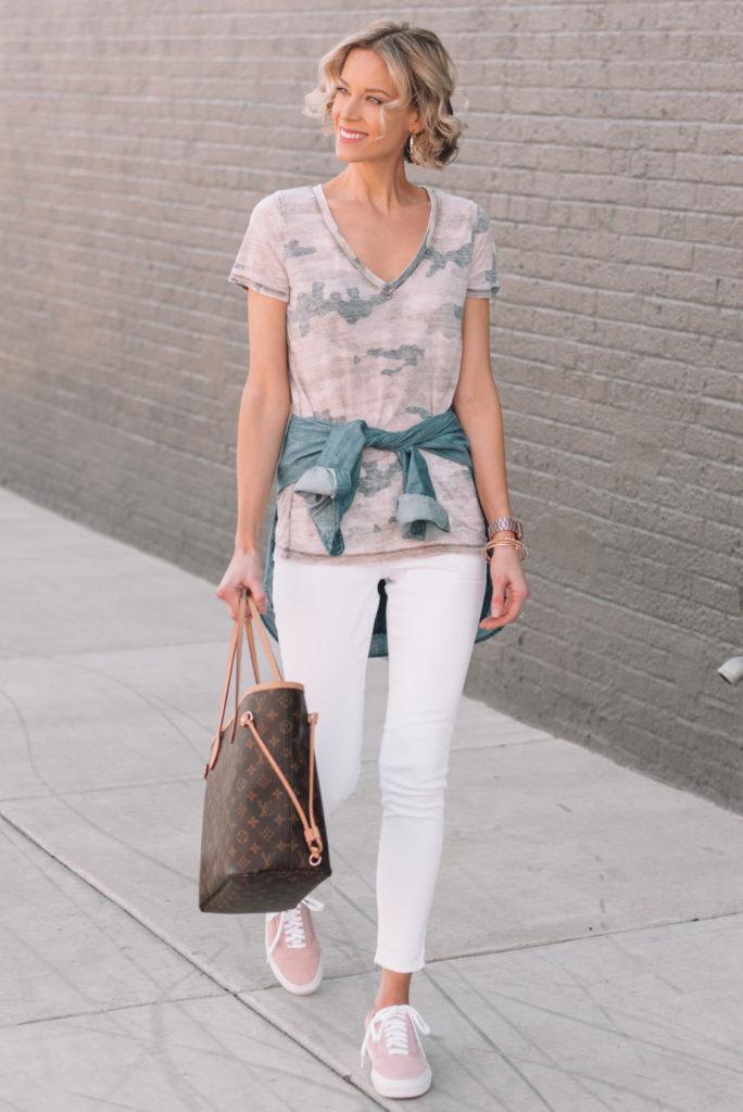 mini casual capsule wardrobe, white jeans, camo t-shirt, chambray shirt