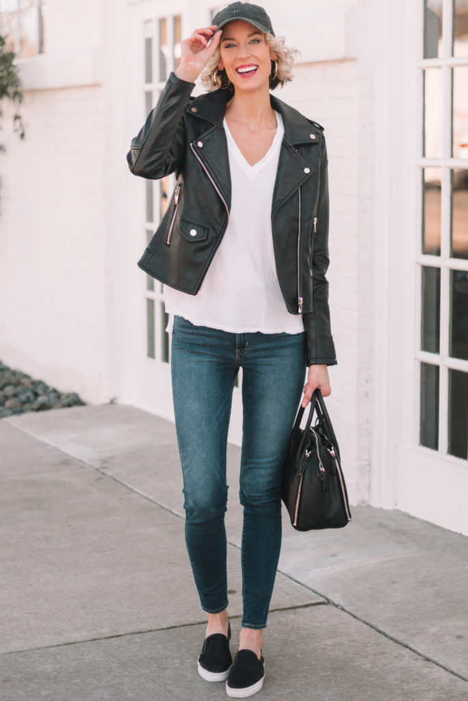 mini casual capsule wardrobe, 13 pieces, 10 outfits - skinny jeans, white t-shirt, leather jacket