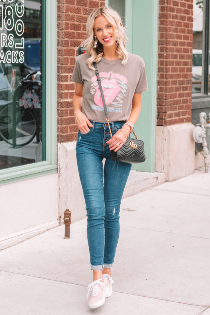 how to wear the band t-shirt trend, graphic tee and jeans with sneakers