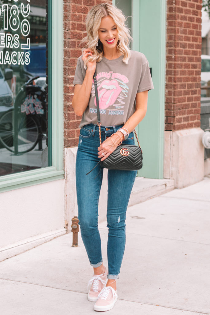 how to wear a graphic t-shirt casually