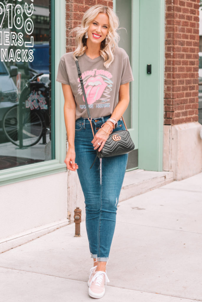 band t-shirt trend, jeans, casual and cute outfit