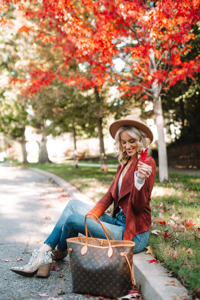 casual and cute fall outfit, flattering drape jacket in reddish brown suede with skinny jeans and snake boots