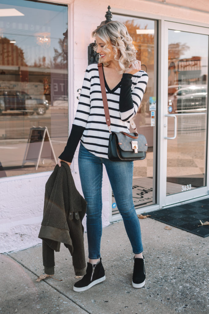 easy casual fall outfit, sherpa jacket