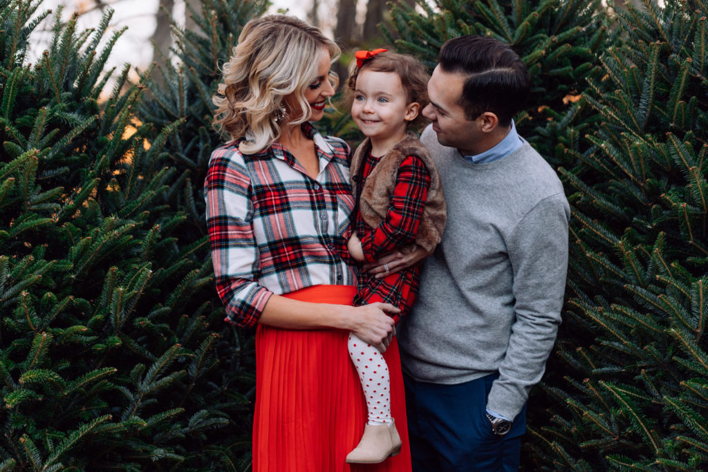 Christmas tree farm pictures, family Christmas pictures, what to wear for winter family pictures