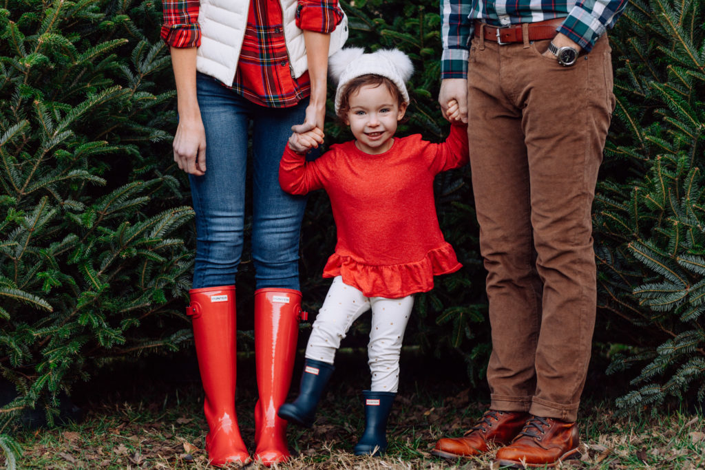family Christmas card photos, what to wear for winter photos, what to wear for family Christmas tree photos