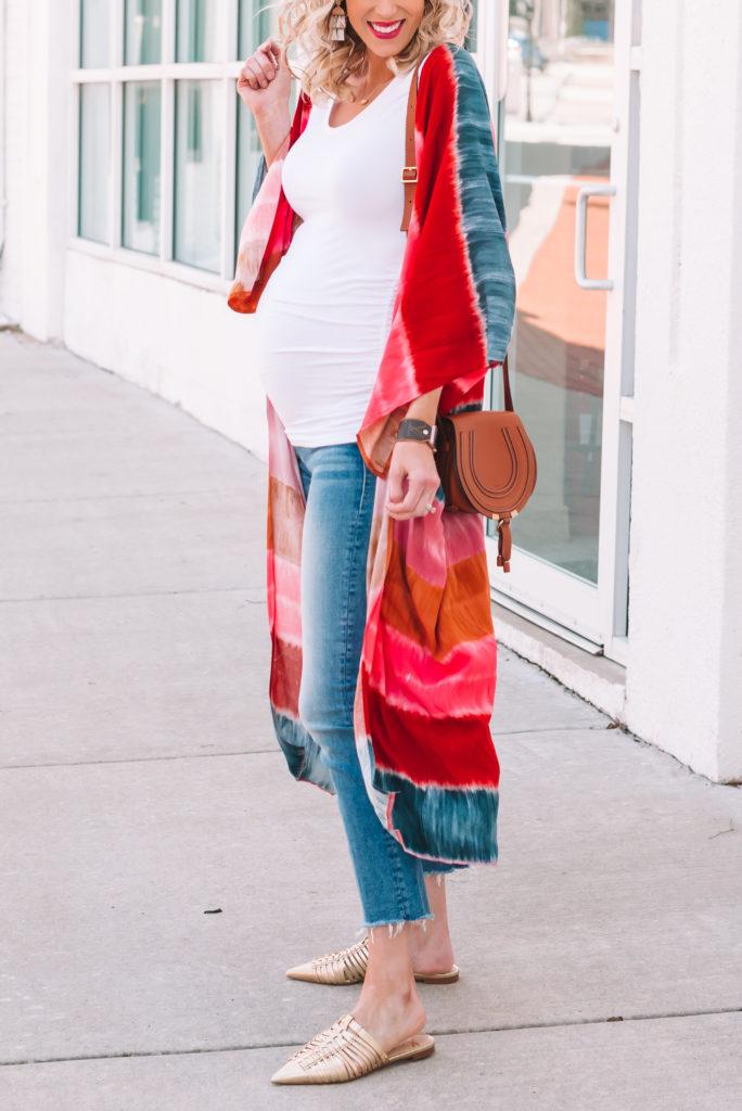 the best straight leg maternity jeans, maternity outfit, tie dye kimono, kimono outfit, mules, slides, jeans and kimono