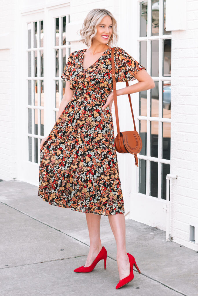 This dark floral midi dress is perfect fall family photo outfit idea!