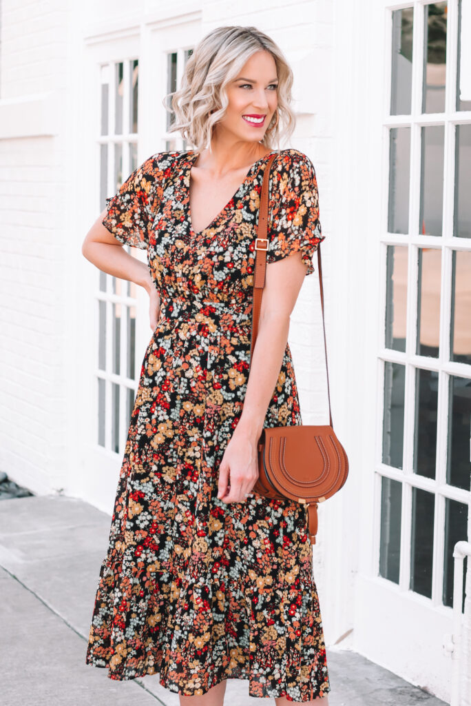 Wondering what to wear for fall family photos or Christmas pictures? This gorgeous fall floral dress is perfect!