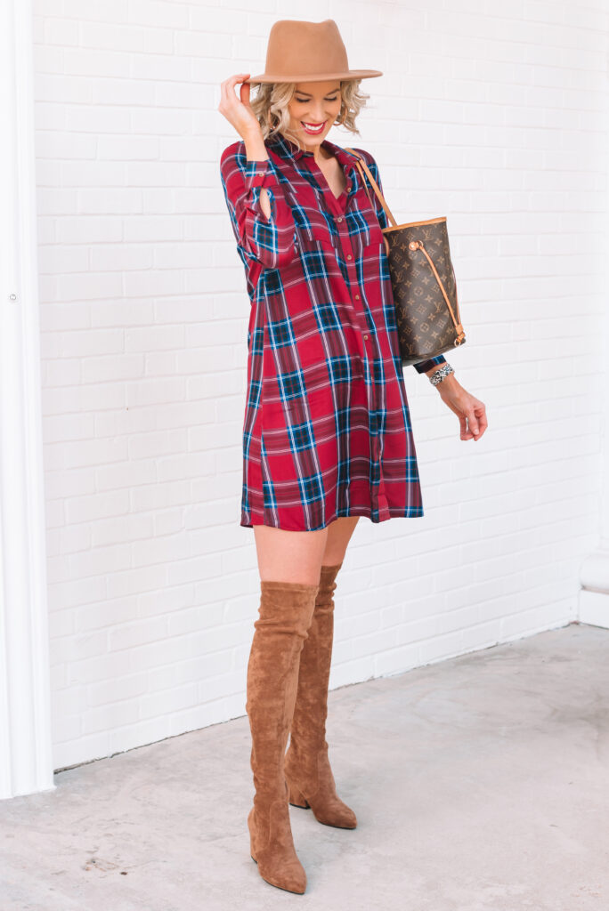 Looking for a Thanksgiving outfit idea? This super cute and flattering plaid dress is all you need!