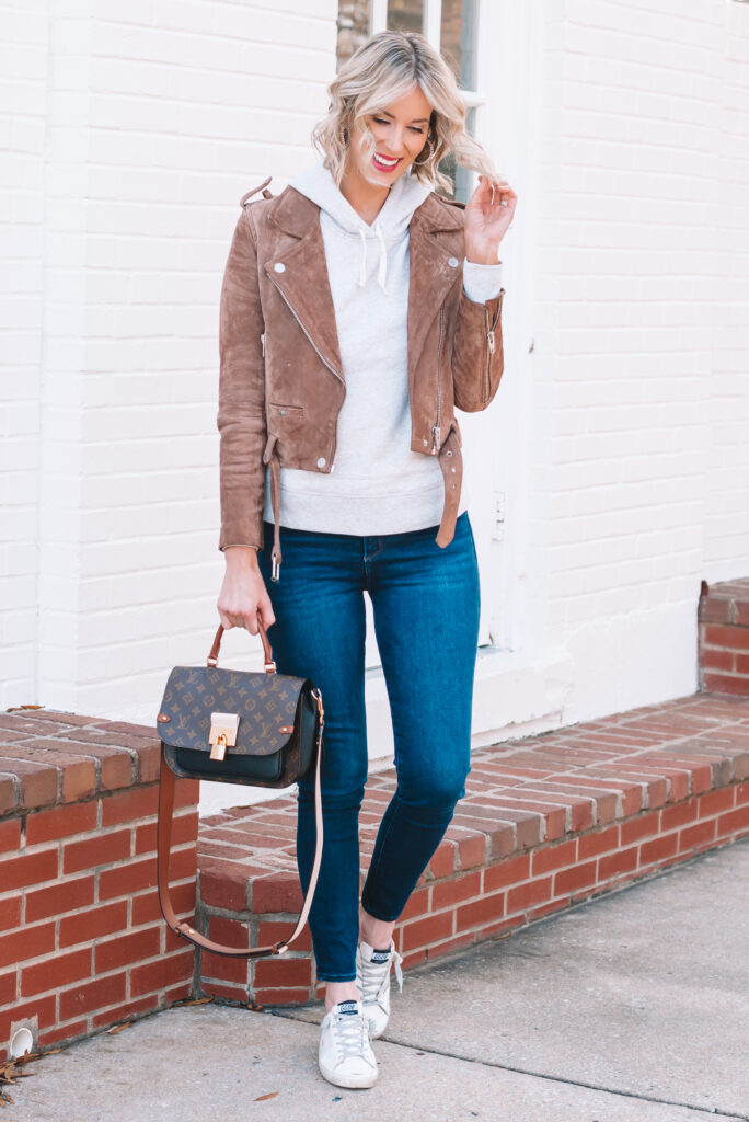 Easy tips on how to dress up a hoodie for a cute and casual look!