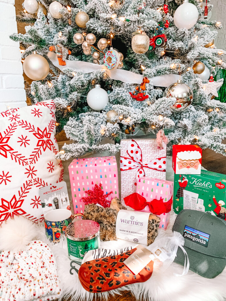 I'm sharing a stocking stuffer gift guide for teens on the blog today! Nothing is over $35 and it's all super easy and fun!