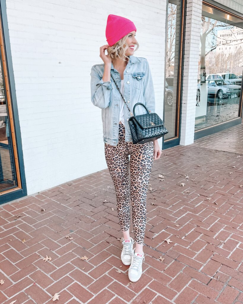 In love with these leopard leggings with a pop of pink in my beanie. Just one of my looks form today's post and my Instagram recap.
