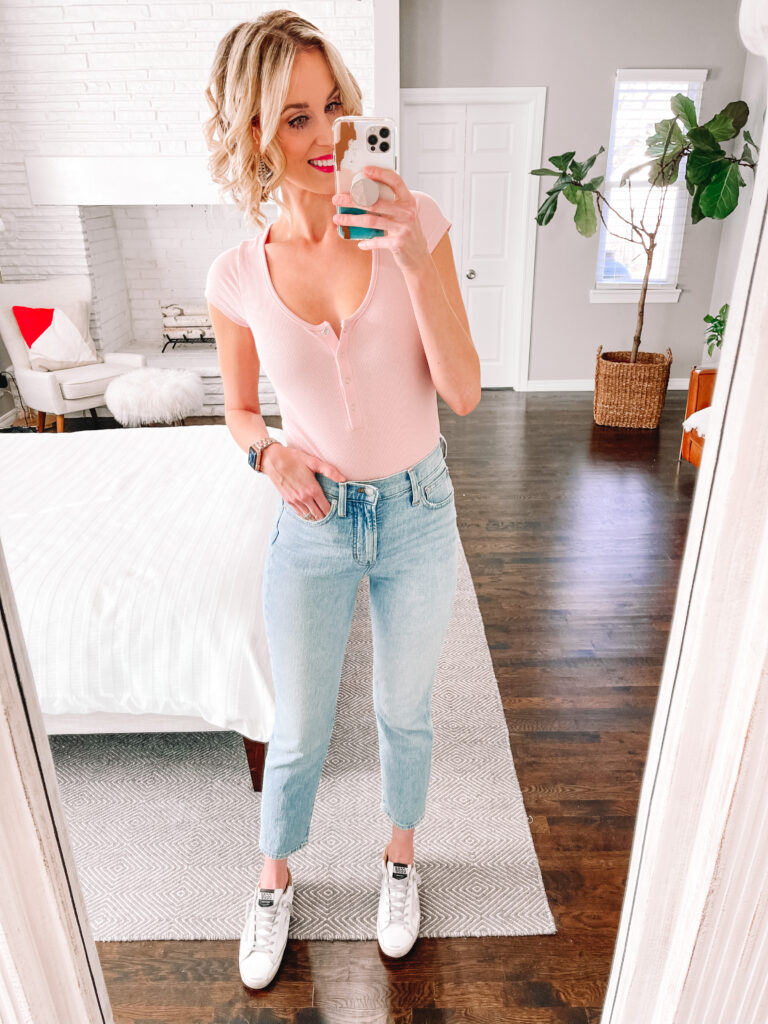 This pair of Madewell perfect vintage jeans are amazing! Click for a review of all the best straight leg jeans.