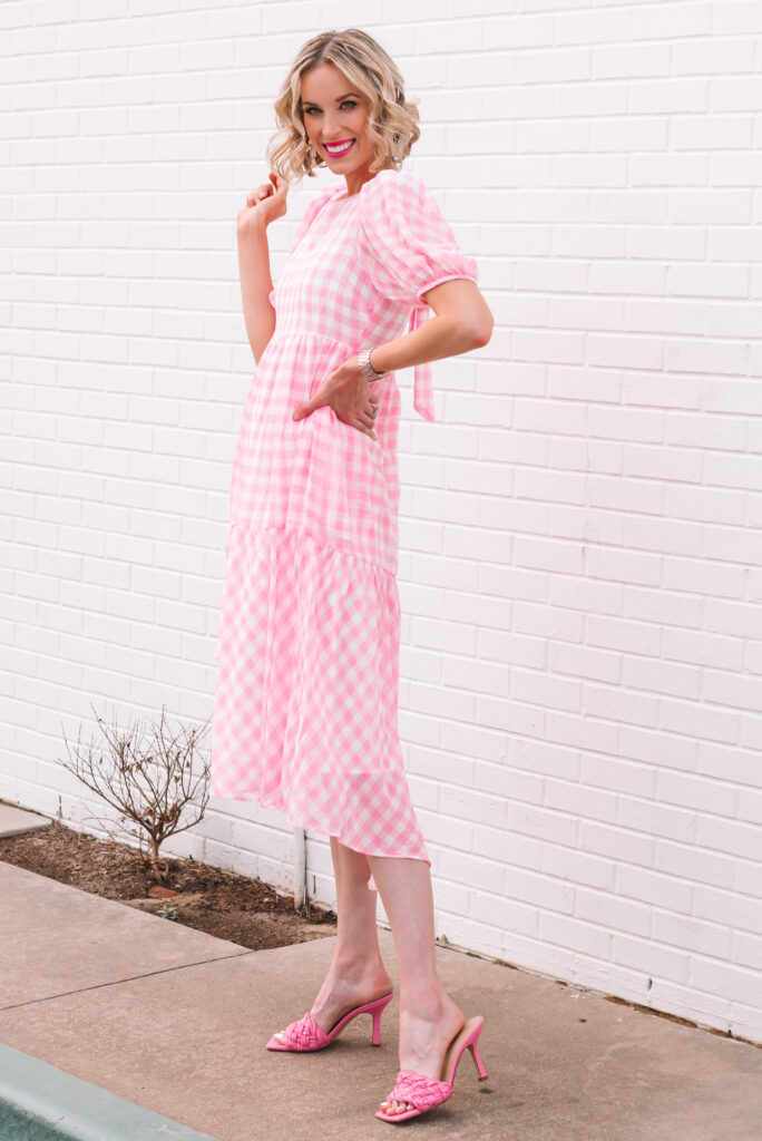 This tiered pink gingham midi dress is so gorgeous!