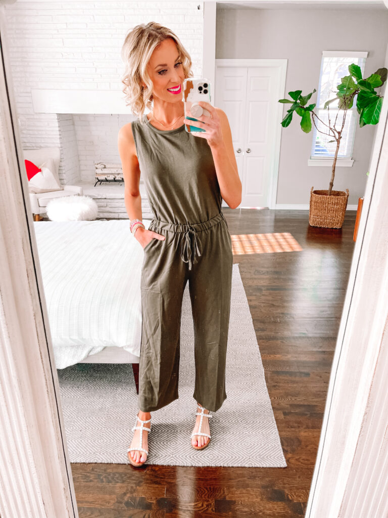 I am loving this wide leg jumpsuit! Perfect dressed up for work!