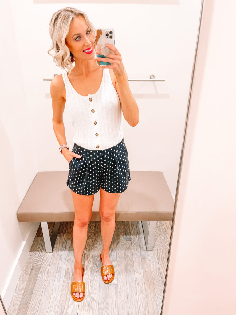 Looking for cute, affordable mix and match look for spring and summer? I am sharing a LOFT Spring and Summer Try On on the blog!
