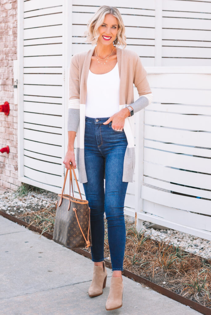 This affordable Amazon colorblock cardigan is GOOD you all! At only $29 and available in multiple color combinations this neutral color pairing will get you through the fall and winter season in style!