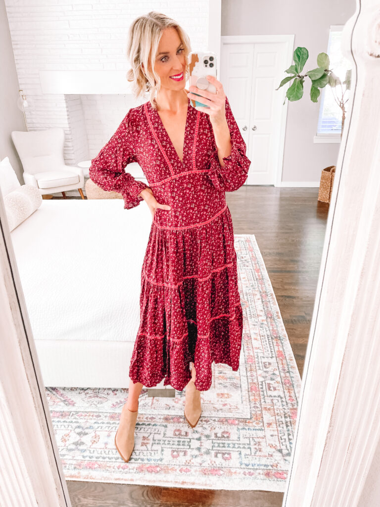 This long burgundy colored maxi dress is perfect for fall!
