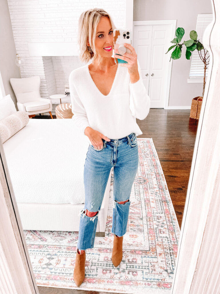 Wondering how to wear straight leg jeans? Today I am sharing 6 straight leg jean outfit ideas that you can easily implement in your closet! Try adding your favorite sweater with a front tuck and boots.