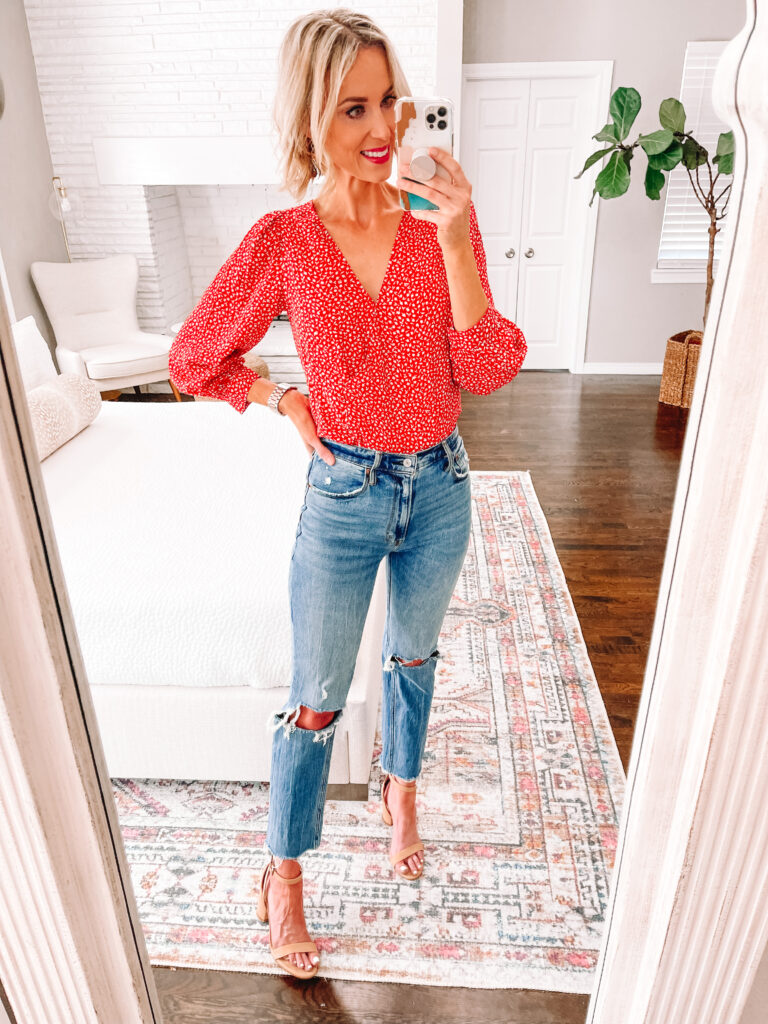 Wondering how to wear straight leg jeans? Today I am sharing 6 straight leg jean outfit ideas that you can easily implement in your closet! Tuck in your favorite fall blouse with your choice of shoe.